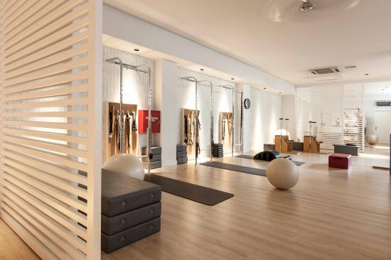 Marilena rizou projects mind body image 7 for Yoga room interior design